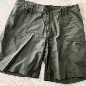 Eddie Bauer Womens  Size 8 Dark Green shorts